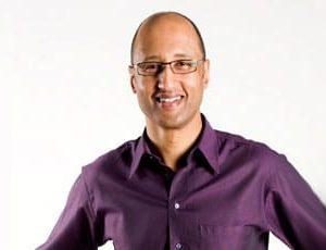 Emmanuel Ezra - Överläkare, kirurg och författare