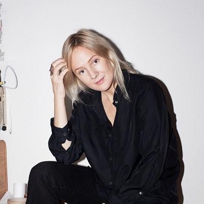 Lina Thomsgård föreläsning (foto Sofia Runarsdotter) - Skribent, programledare och föreläsare