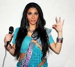 Melody Farshin - Komiker, debattör och krönikör