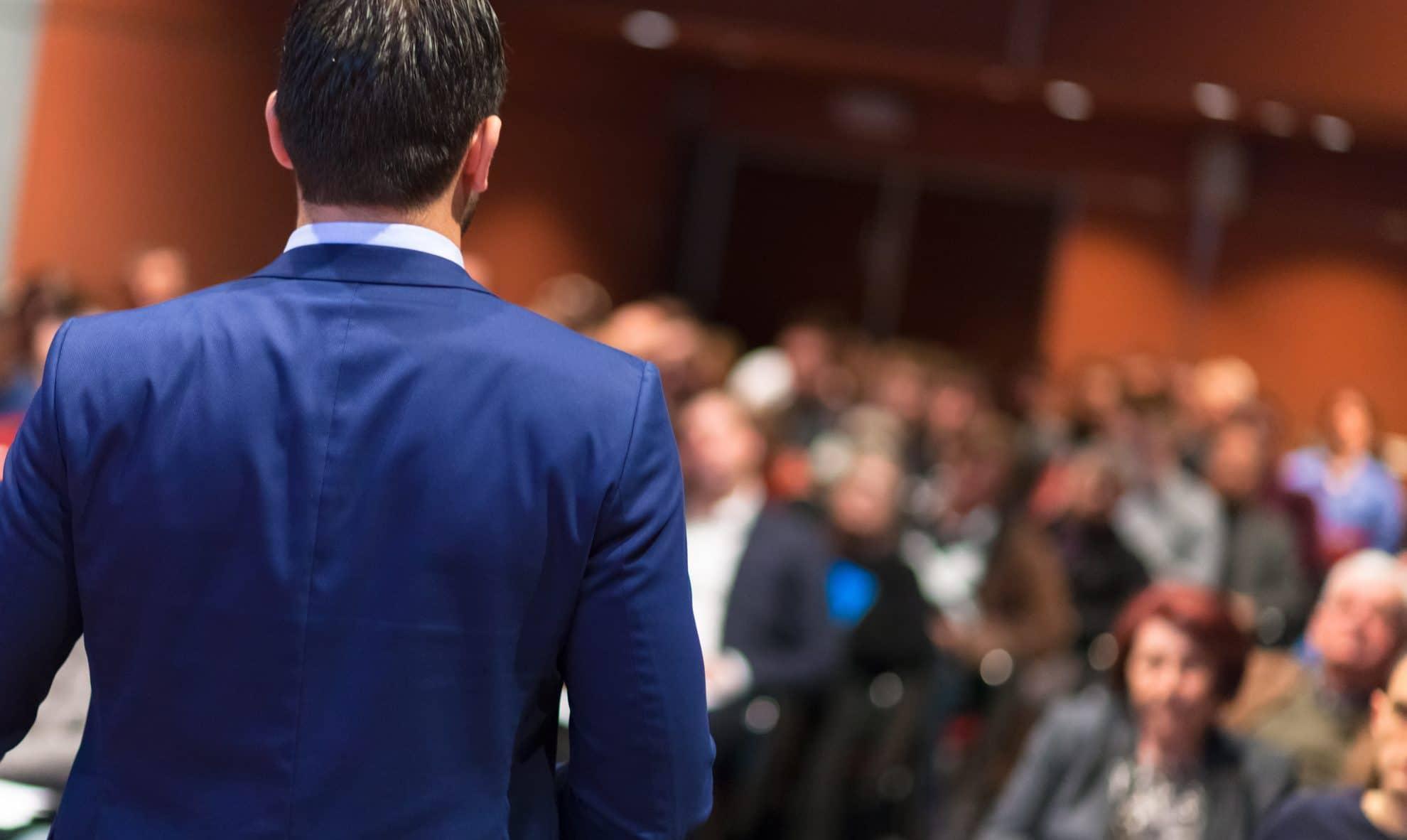 Tre viktiga skäl till att boka externa talare genom en byrå