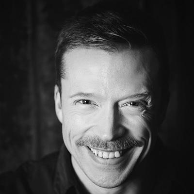 Måns Nilsson - Boka honom som konferencier, moderator eller komiker!